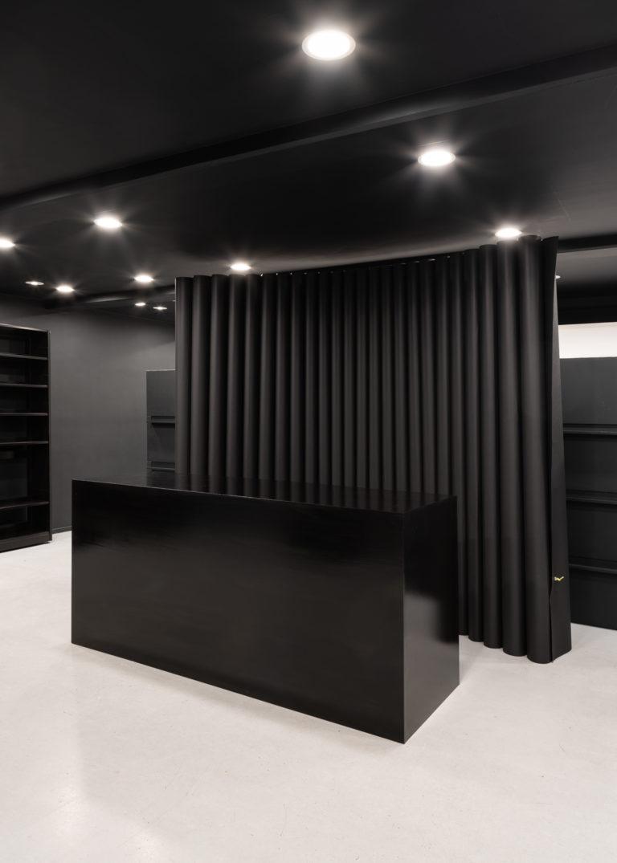 installationsbillede af sort rum