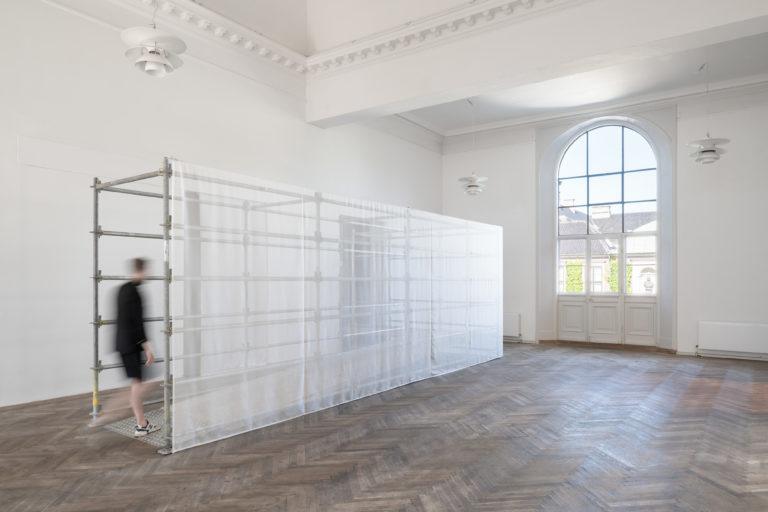 installationsbillede: hvid skulptur