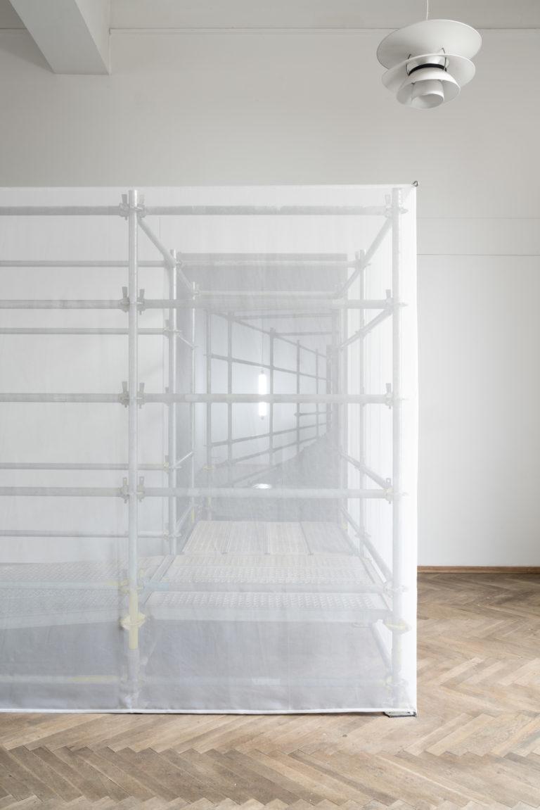 gennemsigtig hvid skulptur