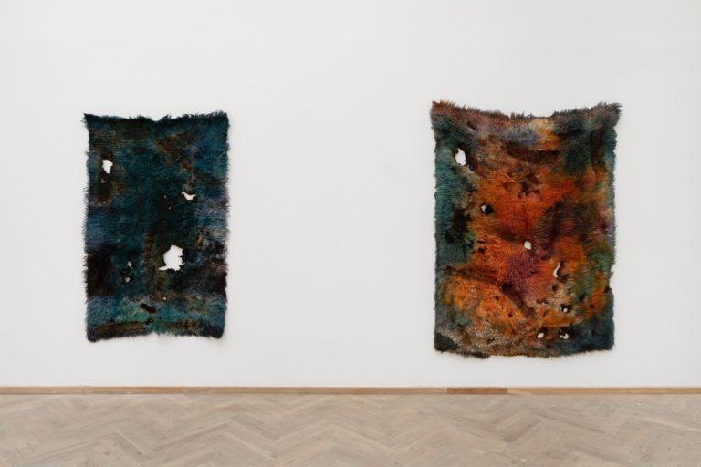 Anna Betbeze, HEATWAVE, 2014, wool, acid dyes, ash. Courtesy the artist. 'Heksejagt', Kunsthal Charlottenborg 2020. Photo: David Stjernholm.